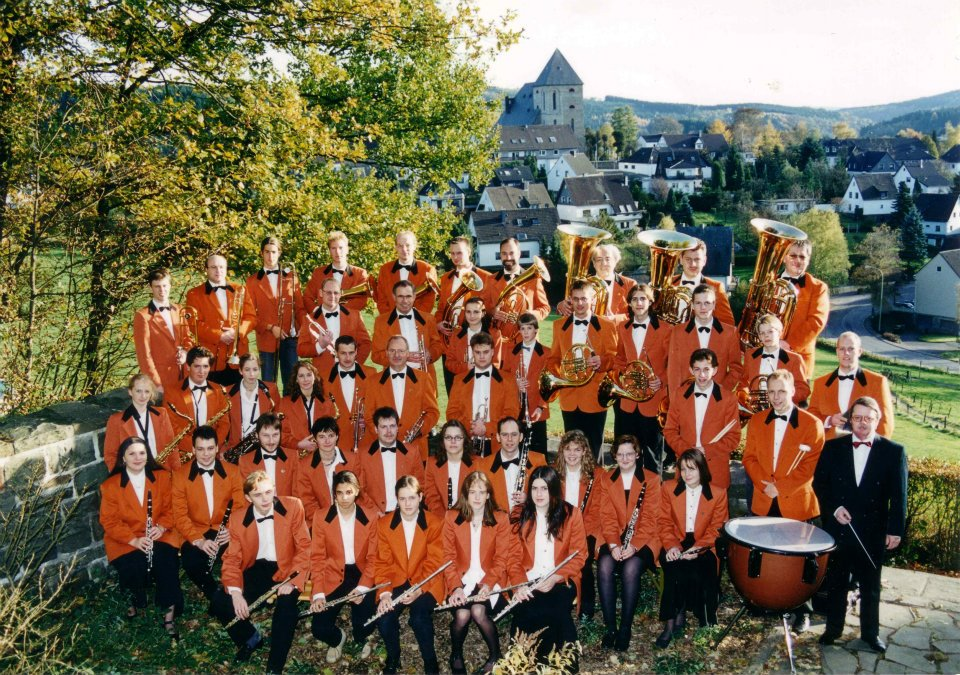 Orchester Foto am Kriegerdenkmal Frielingsdorf